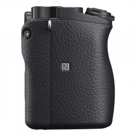 Sony Alpha ILCE-6400MB Zoom Lens Kit E 18-135mm F3.5-5.6 OSS (black)-5