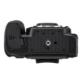 Зеркальная фотокамера Nikon D780 Body - аккумуляторный отсек и штативное гнездо