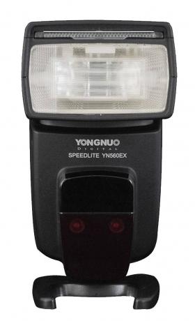 YN-560 EX Speedlite (универсальная вспышка с центральным контактом, работает в режимах Canon E-TTL и Nikon i-TTL при беспроводном управлении, при установке на фотокамеру только ручной режим)